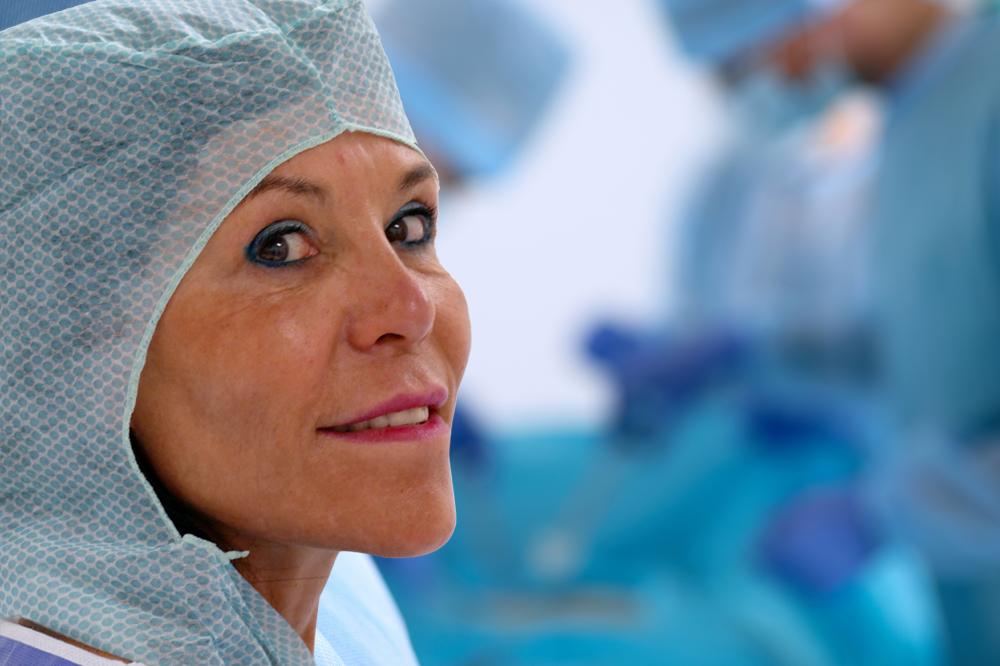 Un chirurgien plasticien